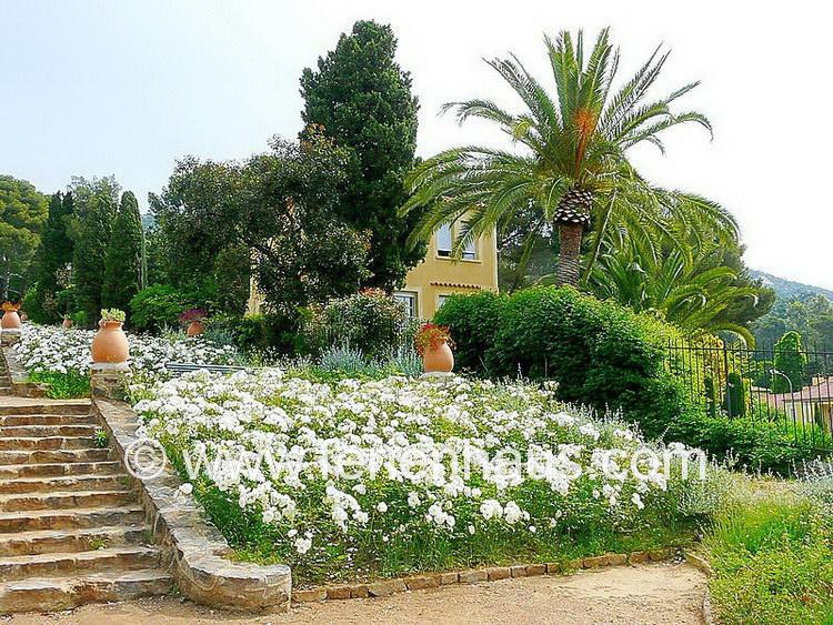 der Weg zum Strand und das Ferienhaus in Le Rayol Canadel, Côte d'Azur