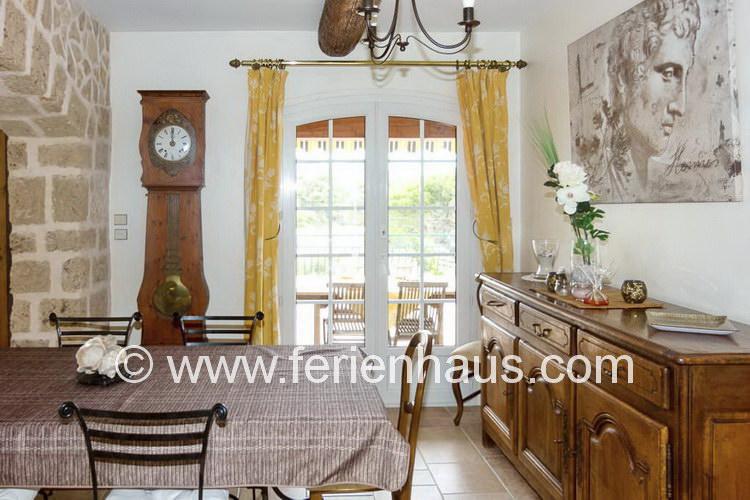Eßecke im Ferienhaus mit Pool in Südfrankreich