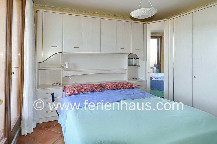 Schlafzimmer mit Meerblick im Obgerschoß der Villa auf Giens in Südfrankreich