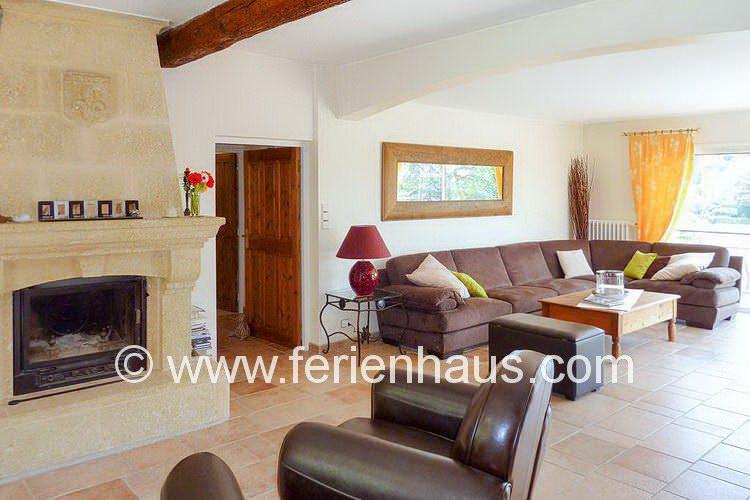 Wohnraum mit Meerblick im Ferienhaus am Strand, Südfrankreich