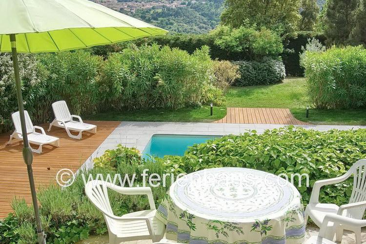 Villa mit privatem Pool und Blick im Hinterland von St. Tropez, Südfrankreich