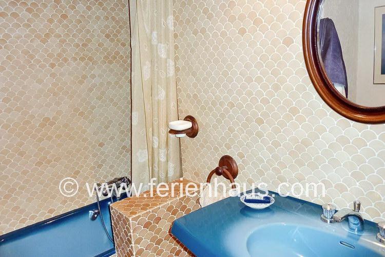 Bad im Erdgeschoß im Ferienhaus mit Pool in der Provence, Südfrankreich