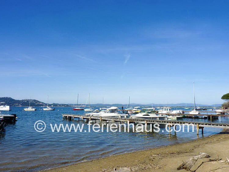 kleiner Hafen unterhalb des Ferienhauses auf Giens in Südfrankreich