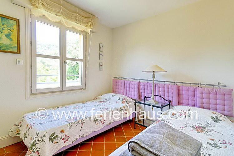 Schlafzimmer im Obergeschoß des Ferienhauses am Strand in Le Rayol Canadel, Südfrankreich