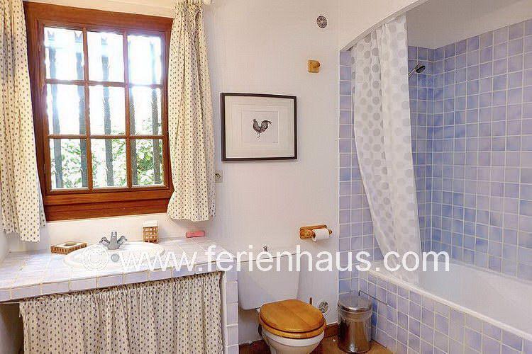 Bad neben dem Master-Schlafzimmer im Ferienhaus in Südfrankreich