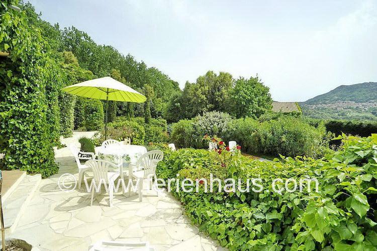 Ferienhaus mit weitem Blick und privatem Swimmingpool in der Provence