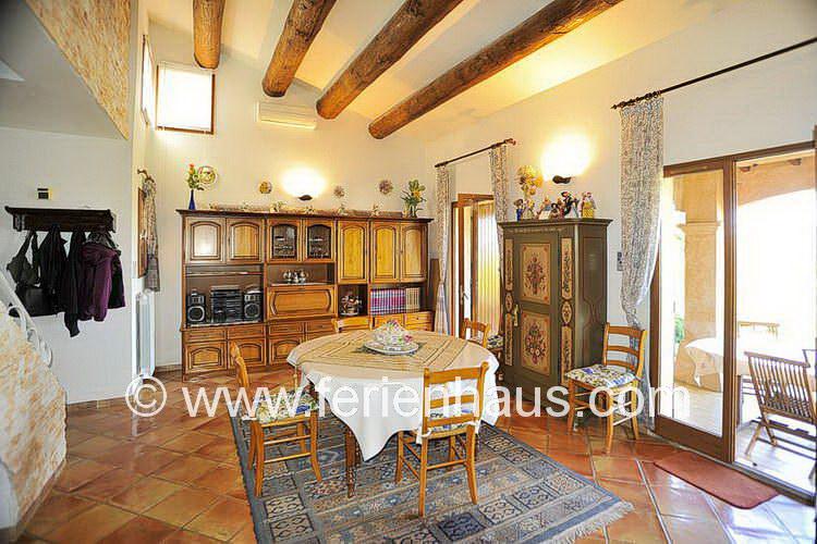Wohn-Eßbereich in der Villa auf Giens in Südfrankreich
