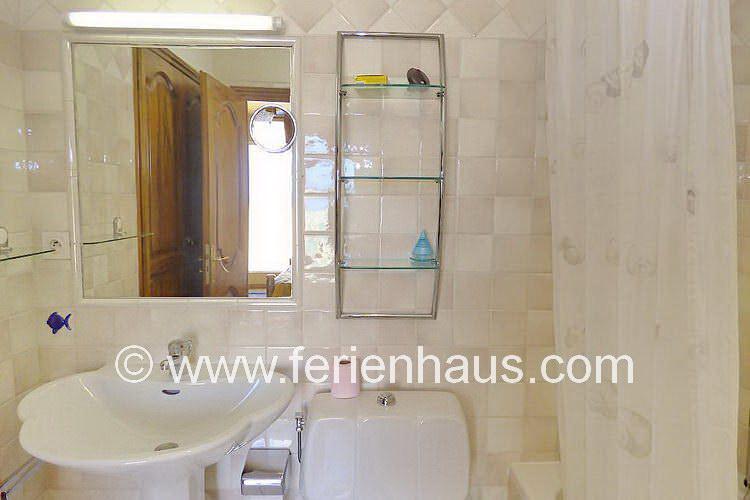 Bad im Schlafzimmer im Obergeschoss der Villa mit Pool in St. Aygulf, Südfrankreich