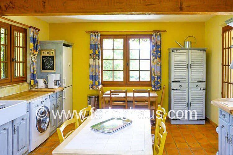 Küche im Ferienhaus in La Garde Freinet in Südfrankreich
