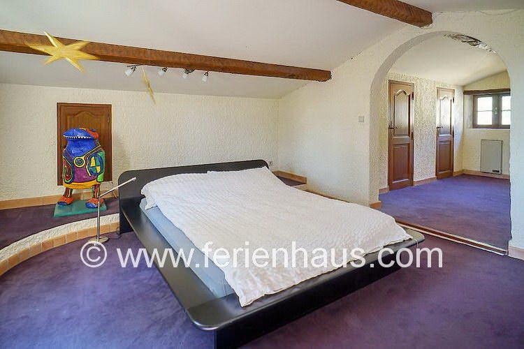 Schlafzimmer im Dachgeschoß des Ferienhauses in der Provence