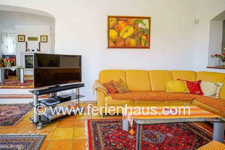 SAT TV im Wohnbereich in der Villa mit Pool in Südfrankreich
