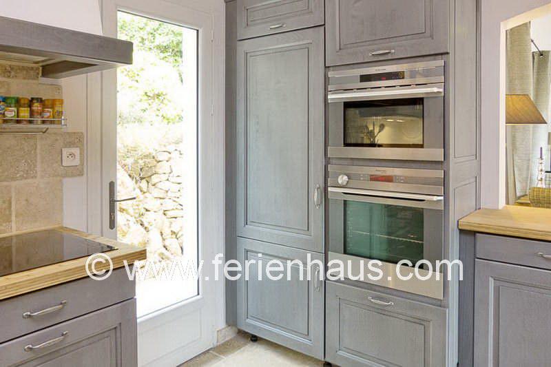 offene Küche in der Villa mit privatem Pool in Südfrankreich