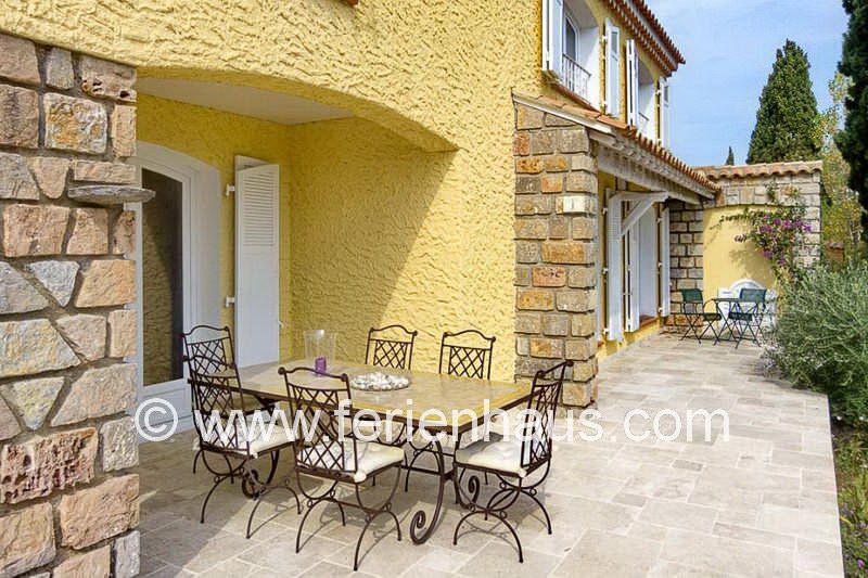Terrasse mit Meerblick, Carqueiranne, Südfrankreich