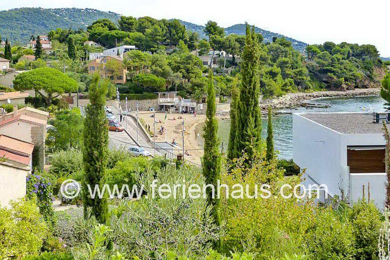Blick von der Villa zum Strand Le Pradon unterhalb in Carqueiranne
