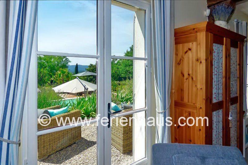 Blick auf die Terrasse und Pool - Ferienhaus PRV113 in Lorgues