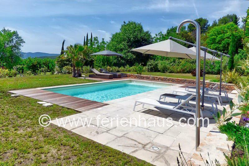 Schöner Poolbereich am Ferienhaus in Lorgues PRV113