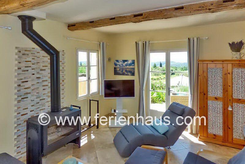 Gemütlich Sitzecke am Kaminofen - Ferienhaus PRV113 in Lorgues