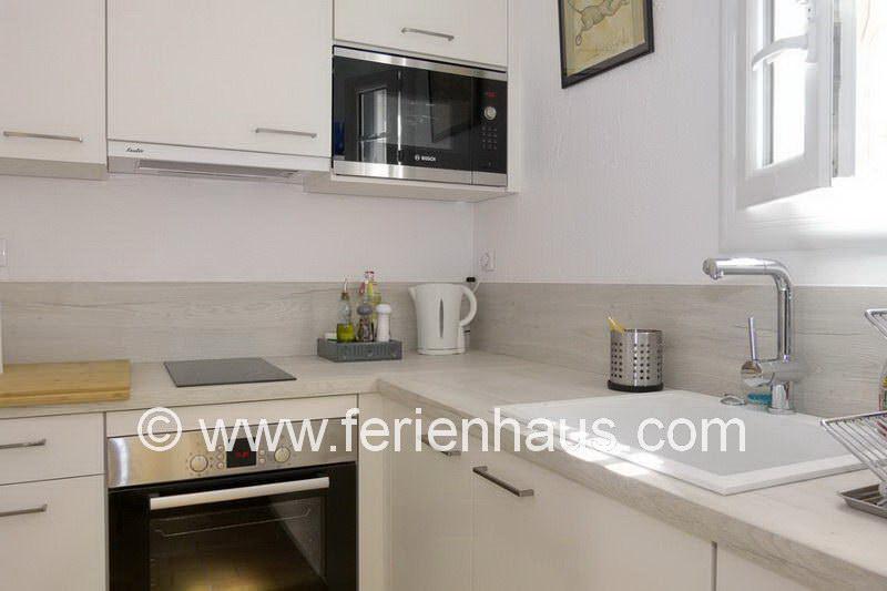 Offene moderne Küche in der Ferienwohnung in La Garde-Freinet