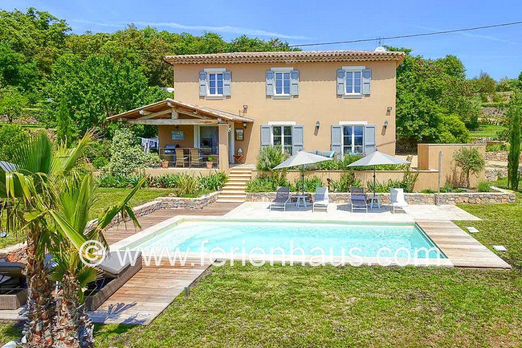 Ferienhaus Provence, Pool und Blick in Lorgues