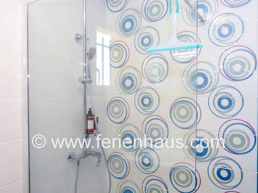 Bad mit Dusche im Gartengeschoss