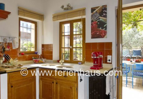 Provenzalische Küche im Ferienhaus mit Pool in Robion