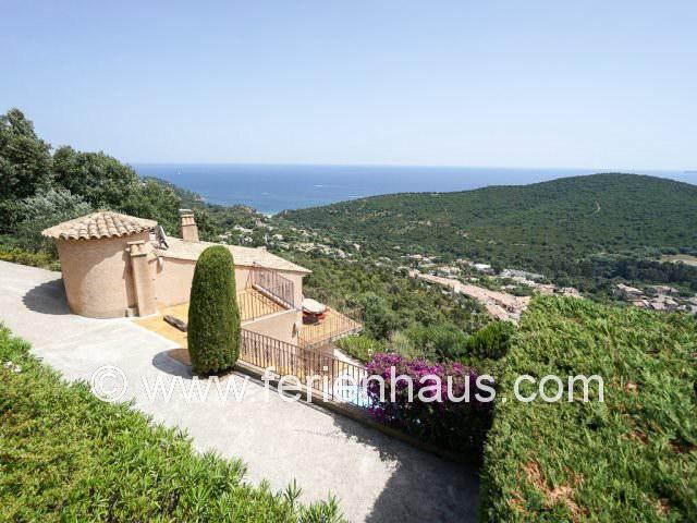 Ferienhaus Südfrankreich mit Pool und Meerblick, strandnah