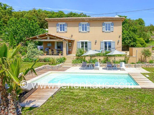 Ferienhaus Provence, Pool und Blick in Lorgues